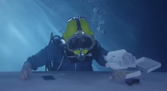 ระบบกันน้ำสุดเจ๋ง แกะกล่อง Sony Xperia Z3 โชว์ใต้น้ำ