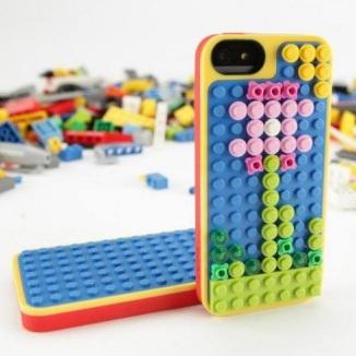 เปิดตัวเคส iPhone 5 รุ่นใหม่ สามารถต่อกับ Lego ในรูปแบบที่ต้องการได้